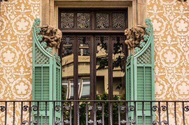 Дом Аматлер красивое окно